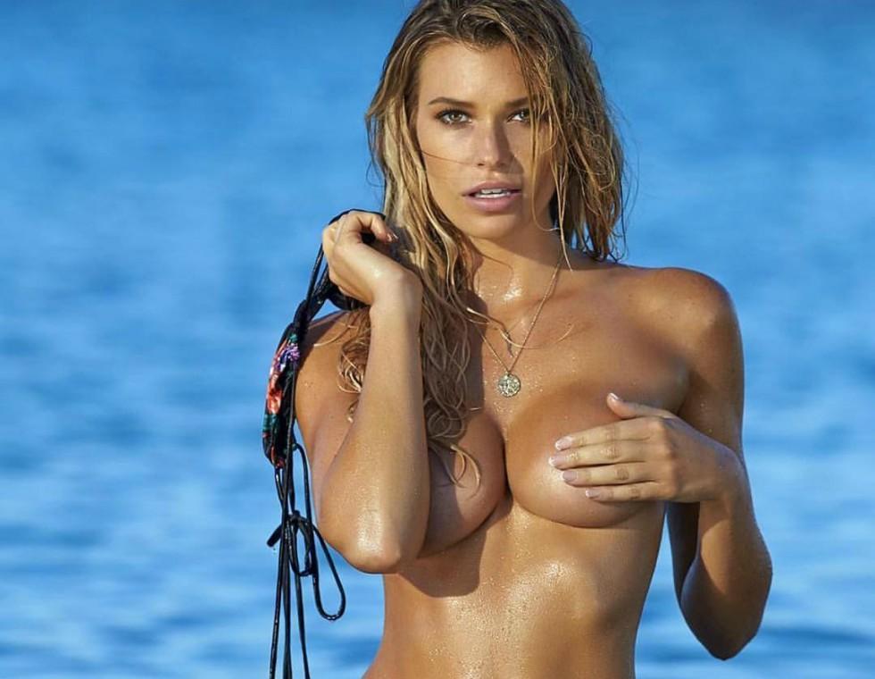 Sexy Samantha Hoopes Nude Boobs