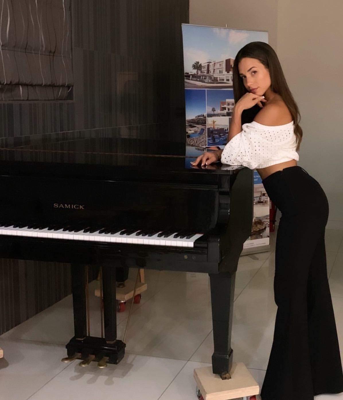 The Voice: Η 26χρονη Άννα από την Καλαμάτα, ανέβηκε για δεύτερη φορά στη σκηνή του show 14