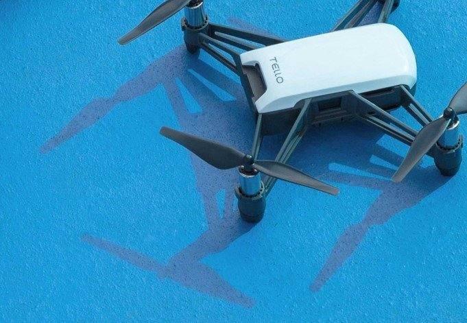 άσπρο drone