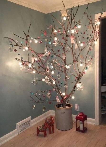 γλάστρα με κλαδιά χριστουγεννιάτικο λαμπάκια διακοσμητικά