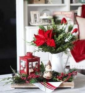 χριστουγεννιάτικος στολισμός στο τραπεζάκι του σαλονιού