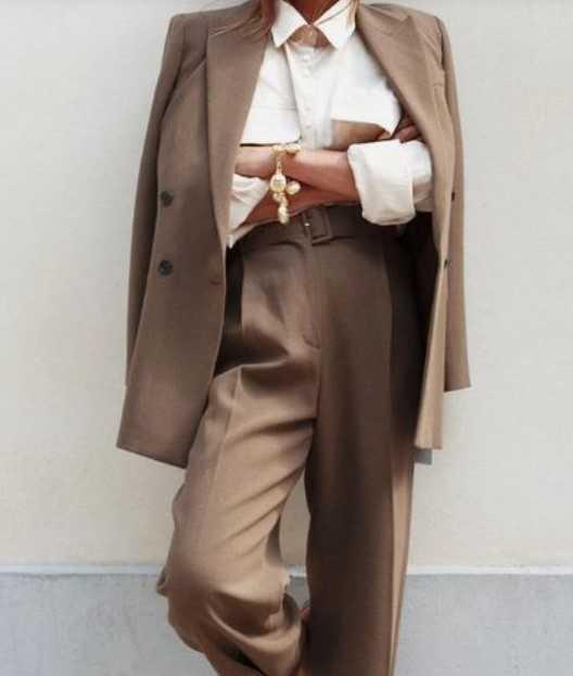 μπεζ κοστούμι γυναικείο