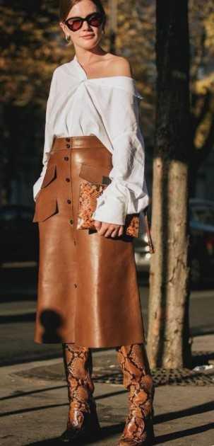 ταμπά μπότες με μοτίβο φίδι και ταμπά μίντι φούστα