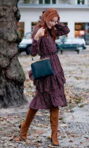 ταμπά μπότες με μίντι φλοράλ μπορντώ φόρεμα
