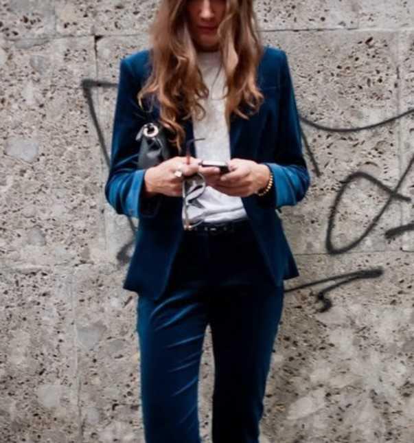 μπλε κοστούμι ντύσιμο γραφείου