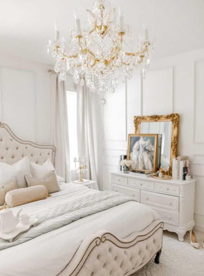 υπνοδωμάτιο σε λευκό και χρυσό